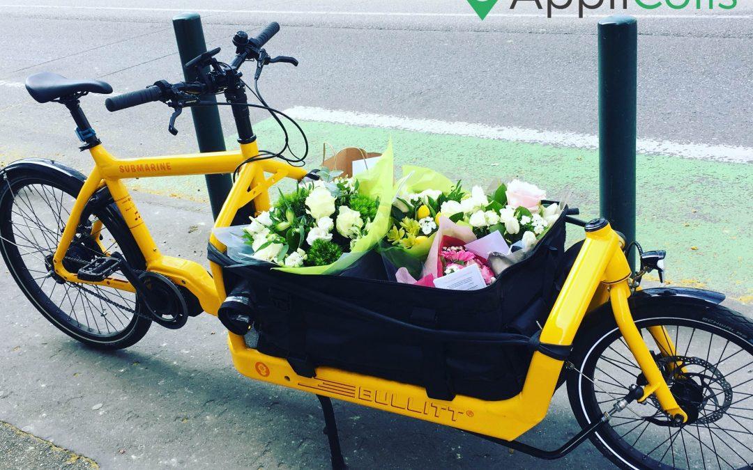Coursiers à vélo : meilleurs alliés des fleuristes pour leurs livraisons de fleurs